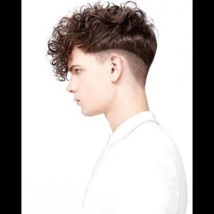Low disconnected cut with curls