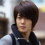 Mens Korean Hairstyles – Mid-length Cut with Soft Layers